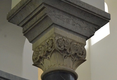 Lobbes (Hainaut), collégiale St-Ursmer - sculpture romane