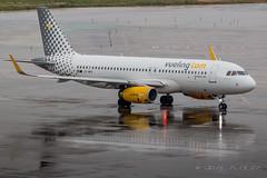 Vueling A320-232 EC-MFK (José M. Deza) Tags: 20170324 a320232 airbus bcn ecmfk elprat lebl planespotting spotter vueling aircraft