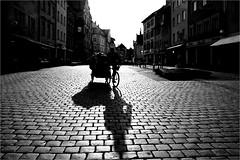 000162 (la_imagen) Tags: sokak sw bw blackandwhite siyahbeyaz  monochrome strasenfotografieistkeinverbrechen street streetandsituation streetlife streetphotography menschen people insan lindau lindauimbodensee