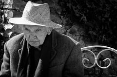 L'absence (martine_ferron) Tags: grandpère personneagée portrait noiretblanc chapeau