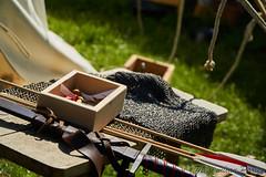Bewaffnung (maxparies) Tags: mittelaltermarkt stettenfels schwert ritter kettenhemd pfeil bogen