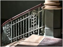 Beelitz (ustrassmann) Tags: beelitz heilstätten marodes lostplaces geländer säule treppe