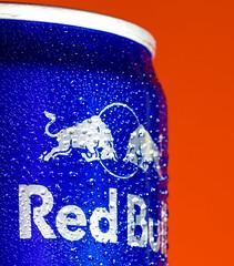 🐣 Red Bull verleiht Flüügel, HMM (Wenninger Johannes) Tags: macromondays orangeandblue macro macrophoto macrophotography redbull makro makrofoto makrofotografie photography foto fotografie drops tropfen redbulletin redbullverleihtflügel