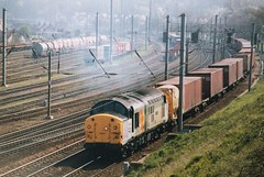 """37026 RFD """"Shapfell"""" heads away from Ipswich with a Felixstowe bound loaded liner (37686) Tags: 37026 rfd shapfell heads away from ipswich with loaded liner"""