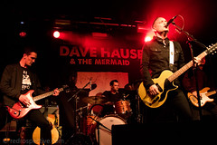 IMG_2467 (redrospective) Tags: 2017 20170316 davehause london march2017 timhause thegarage band brothers concert concertphotography electricguitar gig green guitar guitarist instruments live man microphone music musicphotography musicians people red singer singing spotlights