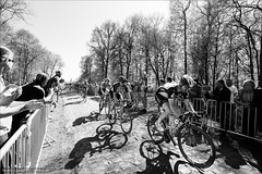 Stragglers (Torsten Frank) Tags: arenberg frankreich nordpasdecalaispicardie parisroubaix radfahrer radrennen radsport sportler wallers zuschauer trouéedarbenberg pavé bike bicycle cycling cyclist