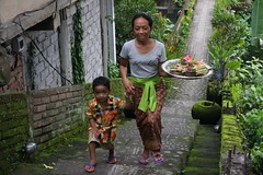 Mother and son on the way to the temple . Ubud Bali (Uhlenhorst) Tags: 2016 indonesia indonesien bali people menschen reisen travel beautifulbali