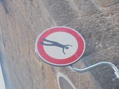 091 (en-ri) Tags: clet abraham cartello segnale stradale bianco nero rosso omino firenze wall muro graffiti writing