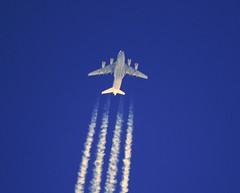 Kuwaiti won't waiti (crusader752) Tags: kaf kuwaitiairforce kaf343 boeing c17a globemasteriii contrail contrails blue jet transport military