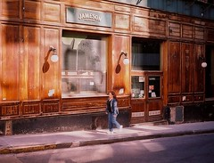 Jameson Keep Walking (Miguel E. Plaza) Tags: olympustrip35 olympus trip 35 filmcamera analogphotography kodak colorplus 35mm film analog street calle ciudad city old jameson argentina