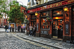 Walking in Covent Garden, London July 2013 (Londyn) (Smo_Q) Tags: trip london pub walk londres coventgarden londra thecrown ロンドン londyn 伦敦 런던 лондон pentaxk5