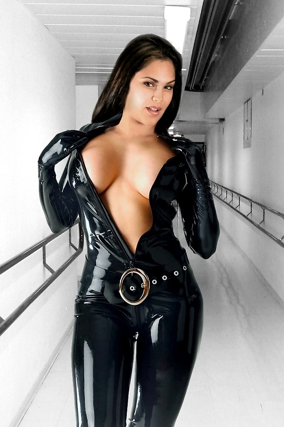 nude-sexy-babes-latex-amputee-nude