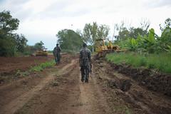 2013_11_10_Afgoye_Road_Works_F.jpg (AMISOM Public Information) Tags: africa road farmers soldiers ist roadwork somalia sna africanunion afgooye afgoye amisom roadgrading tobinjones