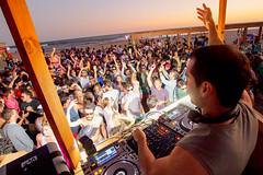 [2118] Javier Misa, Bikini Beach, Sunset's Beach - Summer 2014 (Ojo Torpe) Tags: party uruguay dance maldonado puntadeleste bikinibeach playabikini progressivesounds javiermisa yongnuo560ii yongnuorf603 canon430ii bikinisunset bikinibeach2014