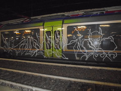 355 (en-ri) Tags: sdk crew demone bianco arrow unfinished train torino graffiti writing