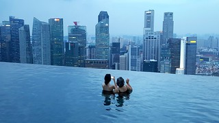 Swimming in Singapore (Infinity pool at the Marina Bay Sands hotel)