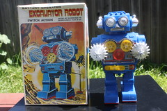 Excavator Robot With Box (Horikawa 1970's) (Donald Deveau) Tags: horikawa robot sciencefiction japanesetoy vintagetoy toys batteryoperated excavatorrobot