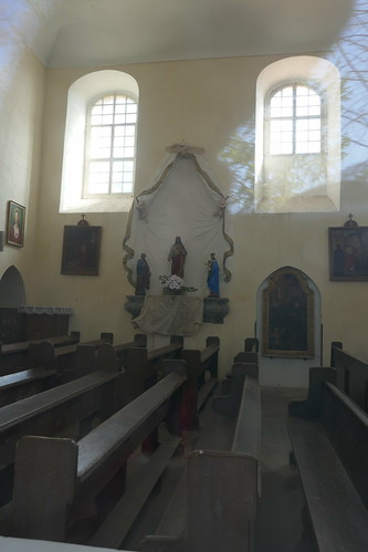 Wnętrze kościoła Niepokalanego Poczęcia NMP i św. Zuzanny w Stolcu przez północne okno