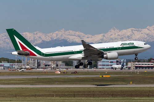 Alitalia_A332_EI-EJL__MXP_20170429_Approach_sun_MG_1167_Colormailer_Flickr