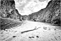 Rocks Remember (Steve Lundqvist) Tags: pano dof abruzzo italy campo imperatore nikon 24mm montagna mountain countryside sky clouds paesaggio postcard landscape canyon rock rocks roccia