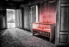 Kinderbett (GU-JO) Tags: deutschland eisenach hotelfürstenhof kinderbett thüringen cot red rot