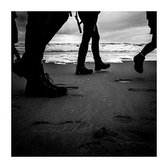 blackstep (seba0815) Tags: ricohgrdiv grdiv monochrome bw black white bianco nero blanc noir schwarzweis czarnobiale boots people legs step feet sea beach northsea sand contrast water waves sky silhouette footprint outdoor walk walking square seba0815 blackwhite blackandwhite blackstep