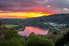 Un soir de printemps (Calamityg) Tags: coucher de soleil moselle eau fleuve ciel reflet