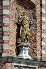 Old City Hall (Rathaus): Justitia (hhschueller) Tags: düsseldorf duesseldorf germany duitsland deutschland eosm10 ドイツ デュッセルドルフ sculpture statue nrw