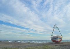 Nubes Mediterráneas (Tomás Hornos) Tags: cloud nube nuage ola wave barco fishingboat azul mediterráneo area playa beach mar sea seascape