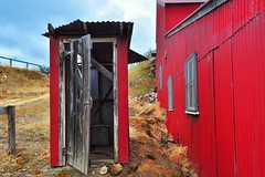 RED (holly hop) Tags: 1914 gold battery maldon mine shed tin corrugatediron red dunny longdrop outdoor toilet