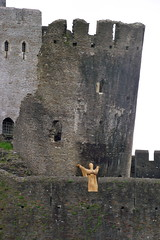 Holding Up The Tower (Vertigo Rod) Tags: wood tower castle mannequin wales giant cymru prince norman figure welsh llewellyn leaningtower supporting caerphilly woodenman caerffili thered holdingup gilbertdeclare