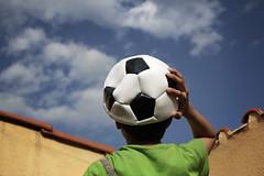 El futbol como sueo (Markus' Sperling) Tags: sky football ballon dream cel cielo futbol nio pelota balon futbolista somni