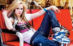Music Avril Lavigne on settee with guitar 020607 (MHMED MILANO) Tags: love nokia milano avril n9 attributescolour attributestvstill lavagane mhmedmilano