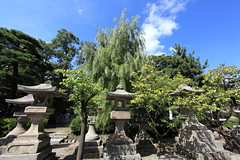 Garden Lanterns / () (TANAKA Juuyoh ()) Tags: garden temple high hires resolution 5d hi lantern res nagano markii       zenkohji