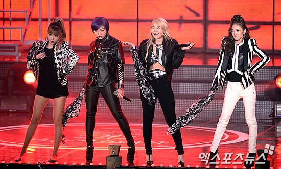 130131-2ne1-at-hi-seoul-awards