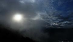 Sol tras la niebla (Ivan Mauricio Agudelo Velasquez) Tags: sunset sky cloud sun mountain sol rural atardecer cielo montaa nube