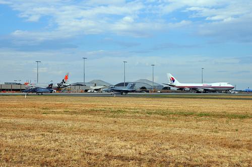 A27-33 British Aerospace Hawk Mk.127 LIF RAAF, A44-222 Boeing F/A-18F Super Hornet RAAF, VH-VQY Airbus A320-232 Jetstar and 9M-MPR Boeing 747-4H6F/SCD MASkargo