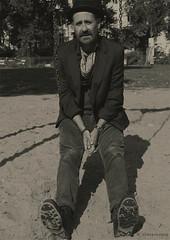 Der Autor (CrazyNeoPop) Tags: portrait man male sepia artist oldstyle oldschool sw mann author autor knstler mannmithut visualartist oldschoolstyle oldschoollook portraitobsession crazyneopop andreasbvornehm storyatella mannaufschaukel mannimpark