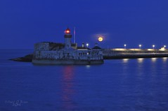 Full moon over dun laoghaire pier (Explored 16/04/2014) (Paul O'B) Tags: sea moon water pier fullmoon dunlaoghaire offshoot borderfx