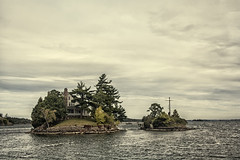 Thousand islands Canada USA (M&M_Photography) Tags: thousandislands islands frontier 1000islands rockport ontario canada travel water stlawrenceriver river stlawrence houses tourism canon followme picture photo