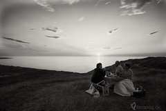 _DK04902 (sandterne) Tags: landskab mennesker mørkt billedsprog sunset solnedgang picnic bulbjerg nikond200