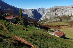 Day 1: Autumn at Refugio de la Terenosa (Gregor  Samsa) Tags: spain spanish autumn fall october november asturias picosdeeuropa picos de europa mountain mountains exploration nature outdoor outdoors journey trip walk walking hike hiking trek trekking track tracking backpacking wandering scenery scenic tranquil tranquility serene serenity colours sunlight light sun sunny refugiodelaterenosa refugio la terenosa house houses hut stony meadow grass view viewpoint overlook vista path footpath trail