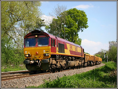 66102, Shustoke (Jason 87030) Tags: ews midlands wagoins frecht freigth class66 66102 shustoke lineside ts location 2008 may eos 20d canon trees tracks railway train tren loco diesel gm locomotive maroon gold livery 60044 rare pretty exclusive capture explore exist amazing pro amateur snap photo super great fantastic 6k99 yellow mountsorrel crewe studfarm bescot engine