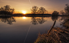double sunset (Lena Held) Tags: deutschland bayern oberpfalz sonne sonnenschein sonnenlicht sonnenuntergang blendenstern spiegelung wasser fluss frühling reisen water waterloo downriver river riverbank double canon 6d 1635mm f4 weitwinkel vollformat travel landscape landscahft sunset sundown glow glowing sky clouds planes light lights sunny sunshine sunlight daylight today daily color colored colors colorful yellow orange blue black withe green nature natural wildlife wild life spring