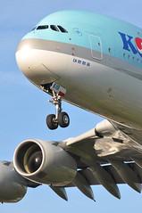 KE0907 ICN-LHR (A380spotter) Tags: approach landing arrival finals shortfinals threshold undercarriage landinggear nosegear belly airbus a380 800 msn0096 hl7619 대한항공 koreanair kal ke ke0907 icnlhr runway27r 27r london heathrow egll lhr