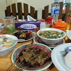 Happy long weekend Makan siang dulu yuk, lur~ #repost Photo by : @otib89 #weekend #longweekend #lunch #maksi #kuliner #culinary #instafood #sate #satay #serang #asmawi #libur #liburan #kotaserang #Banten #Indonesia . http://bit.ly/1BFtNAa (kotaserang) Tags: ifttt instagram happy long weekend makan siang dulu yuk lur~ repost photo by otib89 longweekend lunch maksi kuliner culinary instafood sate satay serang asmawi libur liburan kotaserang banten indonesia httpkotaserangcom