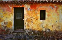 XMI_IMG_20160412_102229z (A. Neto) Tags: xiaomiredmi2 smartphone phone color facade architecture door window windowsdoors old uruguay coloniadelsacramento