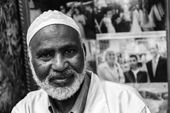 COFFEE SELLER IN MARRAKECH (Pedro Orihuela Orellana) Tags: morocco marrakech marruecos maroc streetphotography streetphoto blackwhite portrait retrato