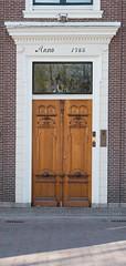 Knock, knock who is behind the door (Dan Fristedt) Tags: 2017 dorp spring zoetermeer