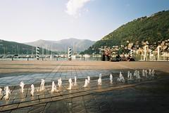Il lungolago in Aprile (sirio174 (anche su Lomography)) Tags: lungolago promenade como lago lake lagodicomo comolake primavera spring zorki1 zorki artistidistrada streetartists